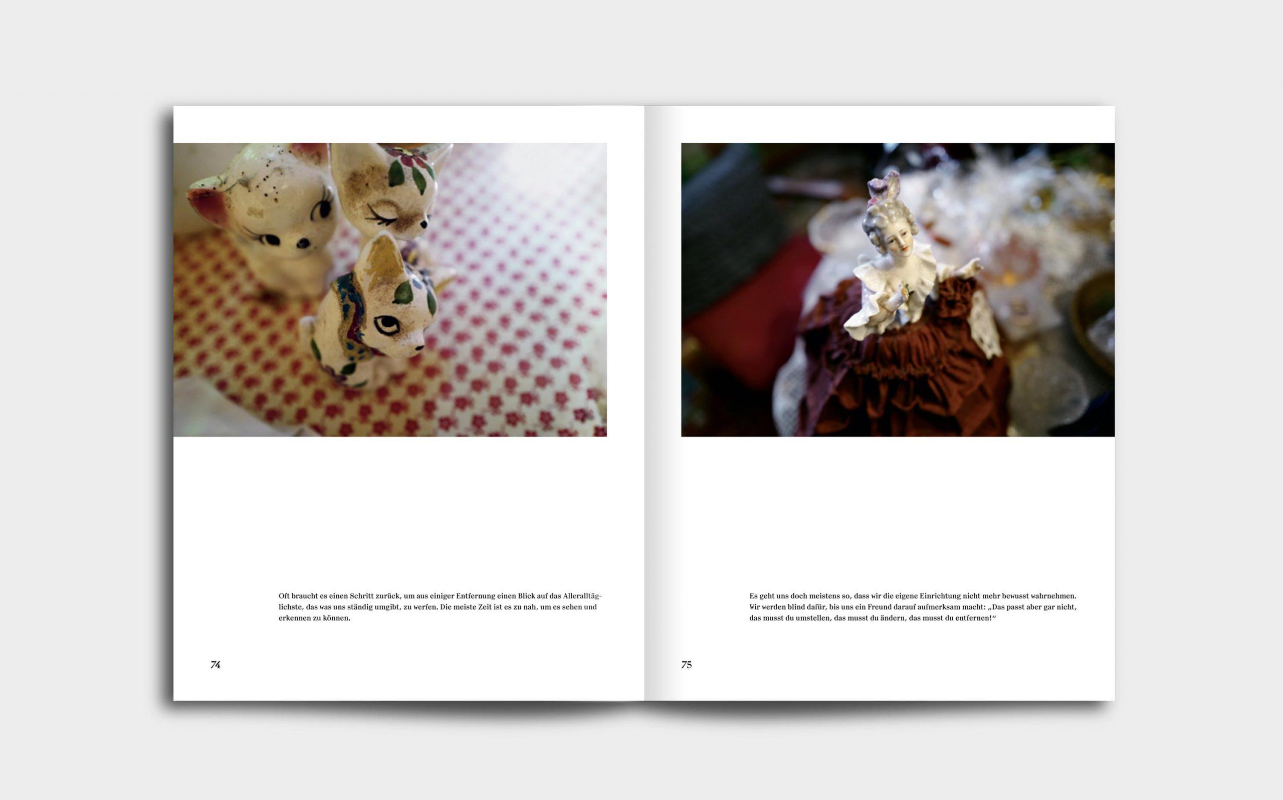 Tarek Leitner, Peter Coeln – Hilde & Gretl | Doppelseite mit zwei Bildern, jeweils beide Male mit Porzellanfiguren | Keywords: Editorial Design, Veredelung, Artist Book, Künstlerbuch, Buchgestaltung, Grafikdesign, Design, Typografie, Nippes