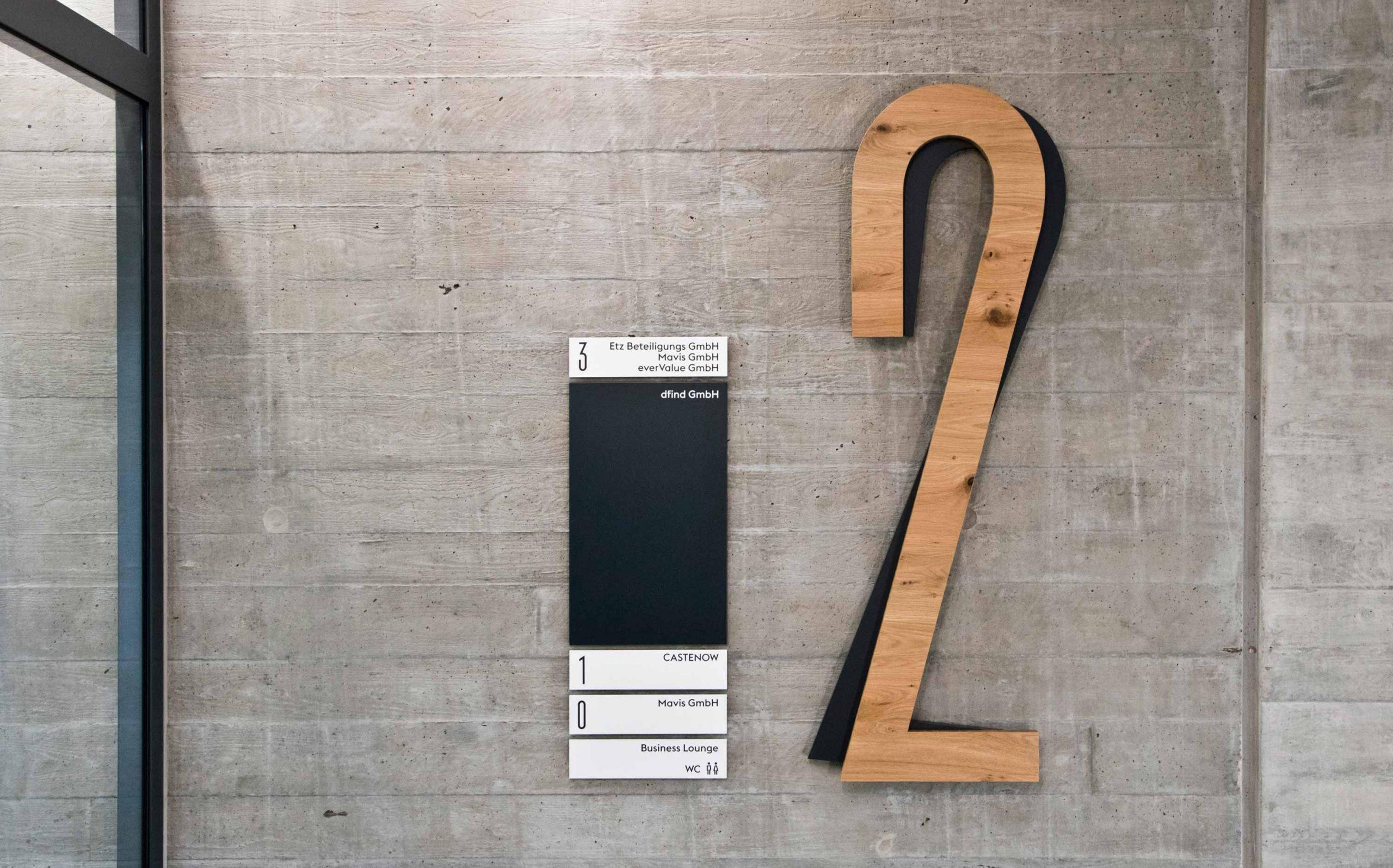 Leit- & Informationssystem The Beach, Düsseldorf | Etagenkennzeichnung und Etagenübersicht OG2 | Keywords: Etagenkennzeichnung, Signaletik, Leitsystem, Orientierungssystem, Büro, Office, Design, Grafikdesign, Typografie