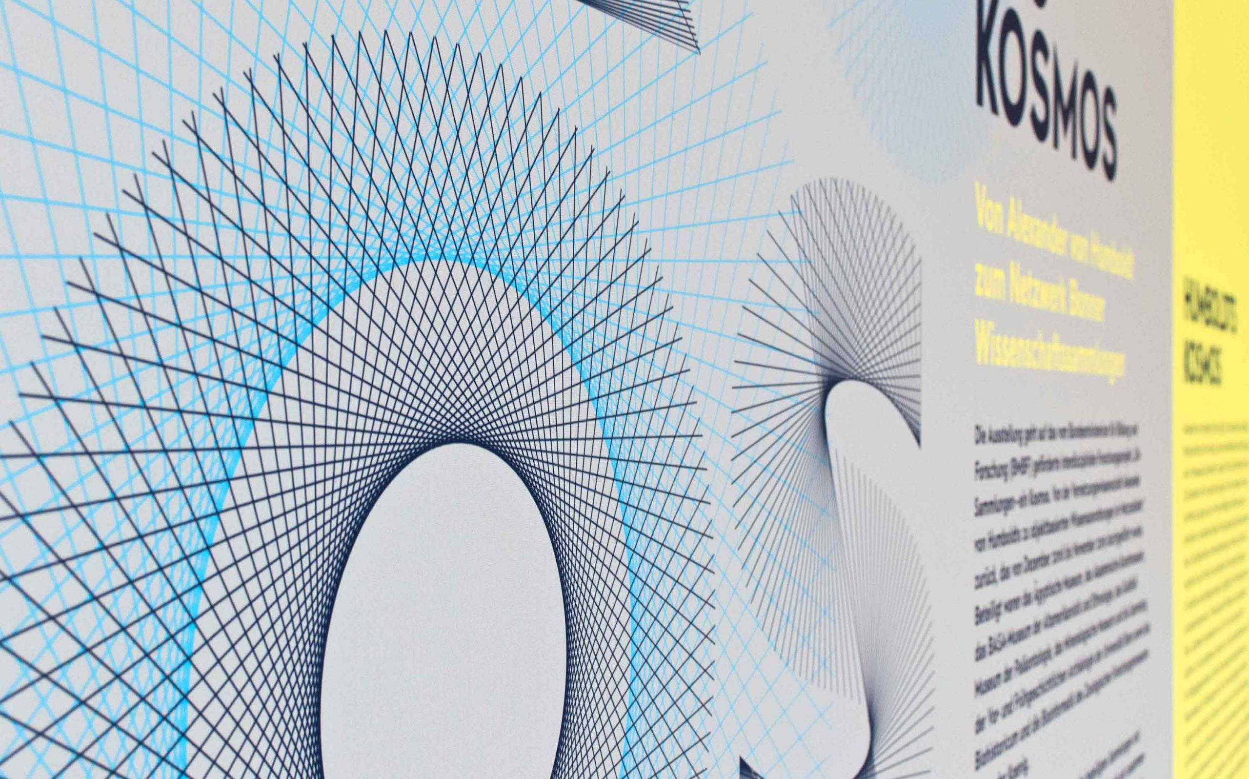 Ausstellungsgestaltung der Sonderausstellung »Objektwelten als Kosmos« im Museum Koenig Bonn   Key Visual in Nahaufnahme   Keywords: Ausstellungsgestaltung, Exhibition Design, Spatial Design, Banner, Typografie, Contemporary Design